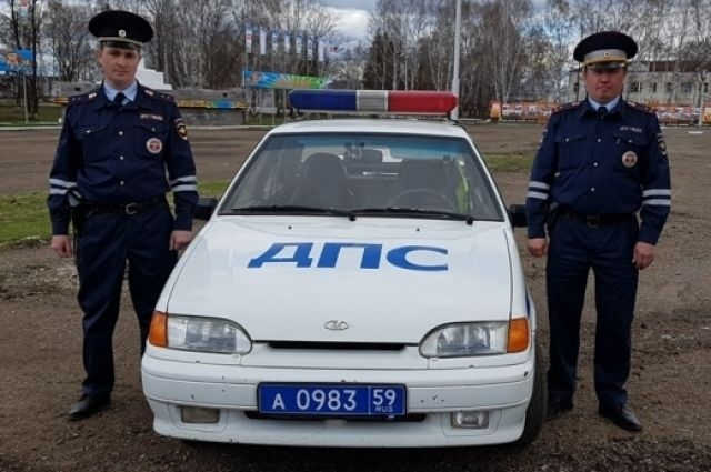 Сергей Южанин и Рамис Адулов больше десяти лет служат в полиции, но спасать людей из огня им пришлось впервые.