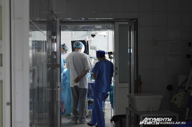 Половина из действующих врачей в Кузбассе – пенсионеры.