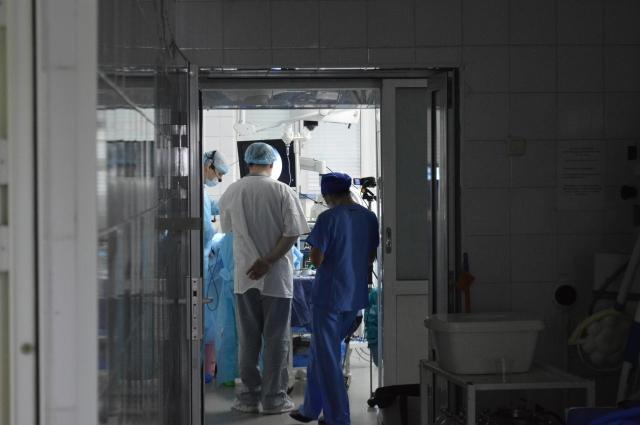 Факт смерти в лечебном учреждении констатирует всегда группа врачей.