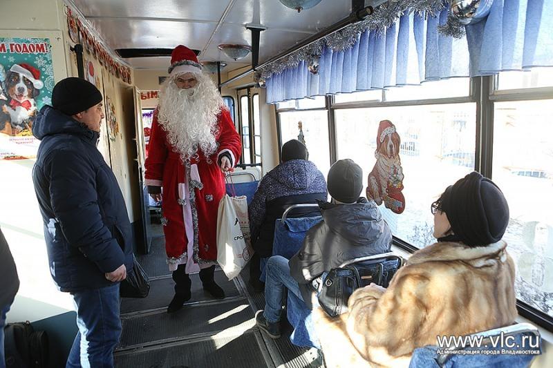 Приходите кататься на нашем новогоднем трамвае.