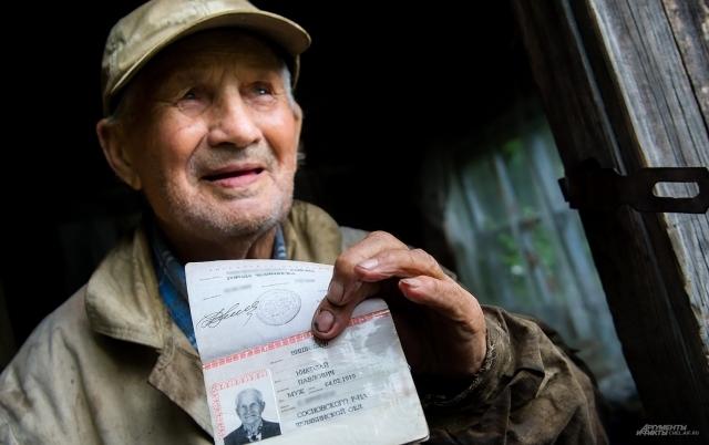 Многие не верят, что жизнелюбивому ветерану 99 лет и просят показать паспорт
