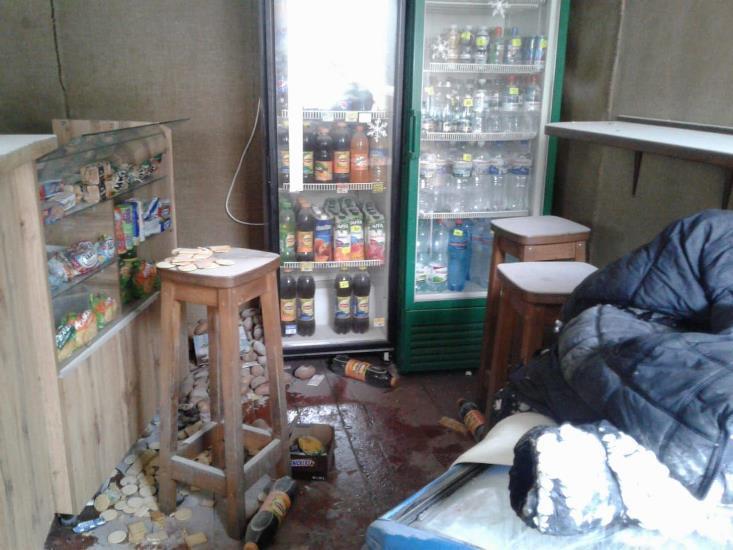 По предварительной информации, произошел взрыв станка с запекания шаурмы.