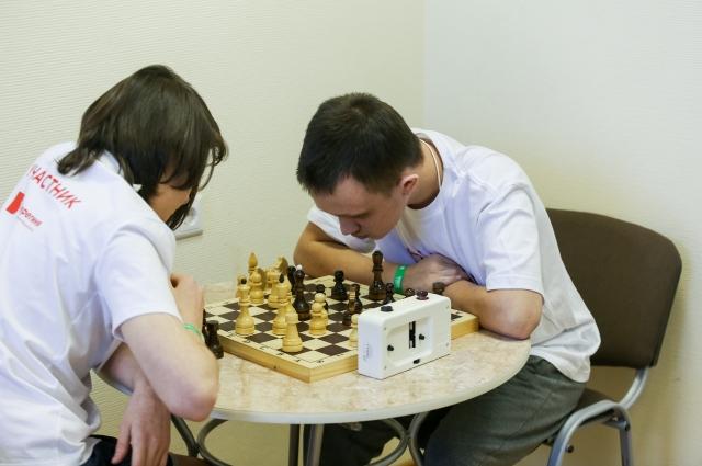 Ребята соревновались в игре шахматы.