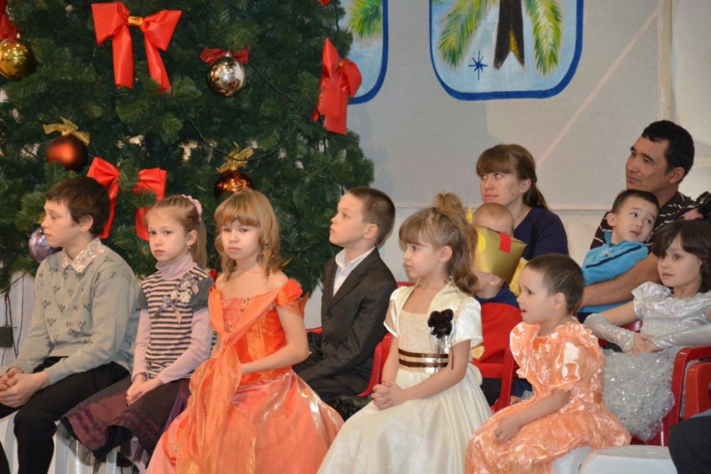 Андрей Шевченко поздравил детей из многодетных семей с Новым годом.