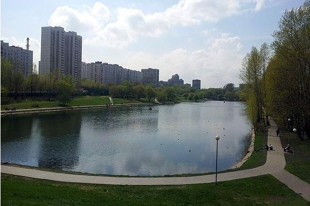 Мазиловский пруд на реке Фильке. Вид от Мазиловской улицы