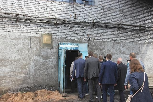 На водогрейную пожаловала целая делегация чиновников, депутатов и журналистов из областного центра.