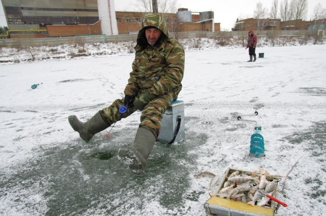 Выходить на зимнюю рыбалку в Омской области ещё опасно.