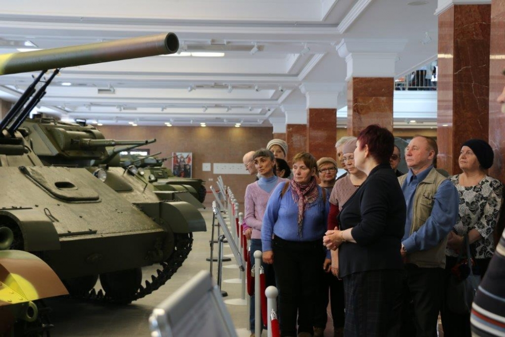 Накануне Дня Победы ветераны побывали в музее военной техники.