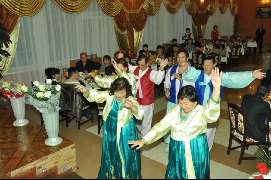 Соллаль ростовские корейцы отмечают все вместе, поют, танцуют, накрывают праздничные столы, соблюдая все традиции.