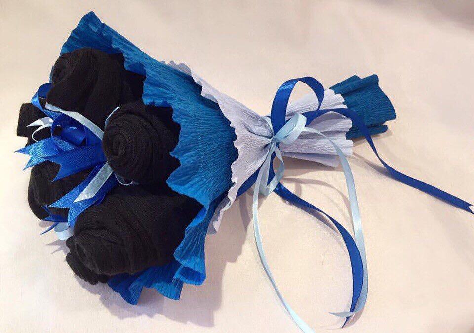 Букет из носков можно выполнить в любой цветовой гамме.