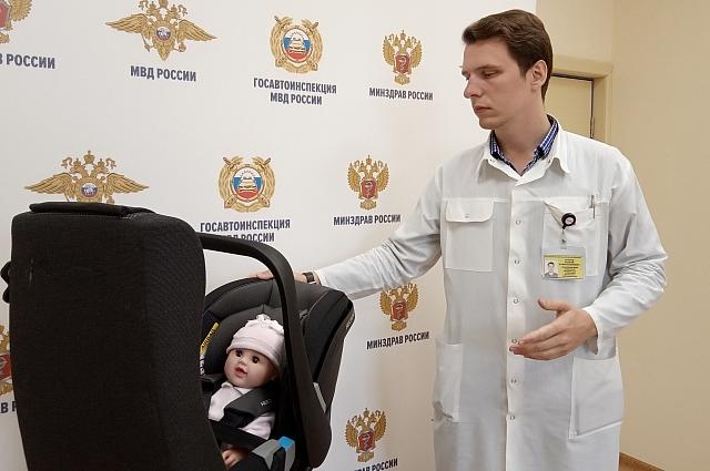 Психолог Андрей Скатов теперь ещё и учит родивших мамочек основам безопасности на дорогах.