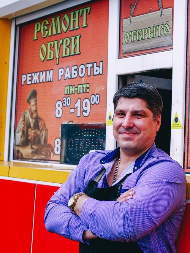 Руслан Хмелинский сделал успешный бизнес на ремонте обуви.