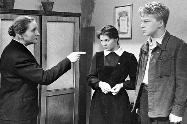 Анастасия Георгиевская в роли учительницы английского языка в кинофильме «А если это любовь», 1962 год.