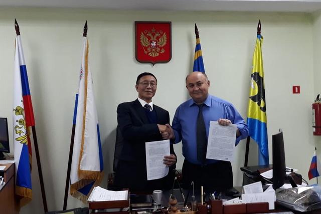 Господин Сунь Фэншэн и Константин Деникеев договорились о сотрудничестве.