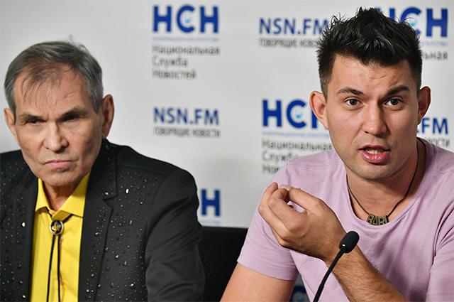 Бари Алибасов и его сын Бари Алибасов-младший.