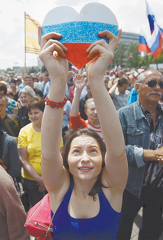 Ничего не поделать киевским властям со своими гражданами - любят в Донецке Россию