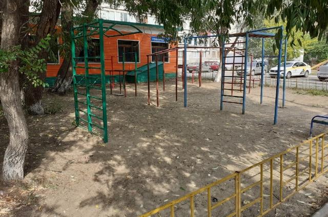 Детская площадка, где могла играть Настя.