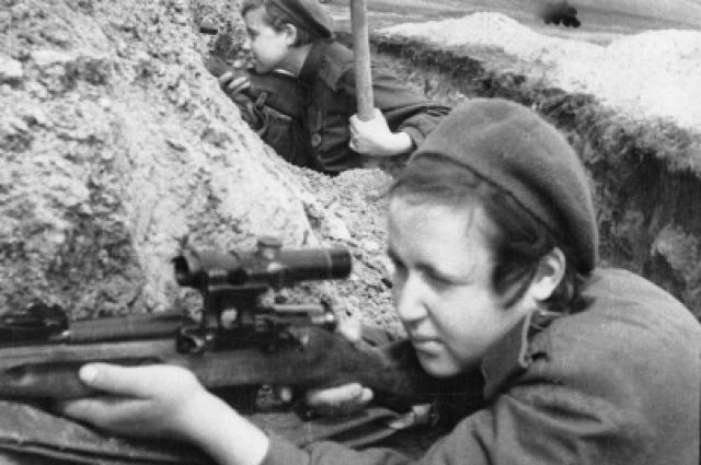 Женщины-снайперы ведут охоту за снайпером противника