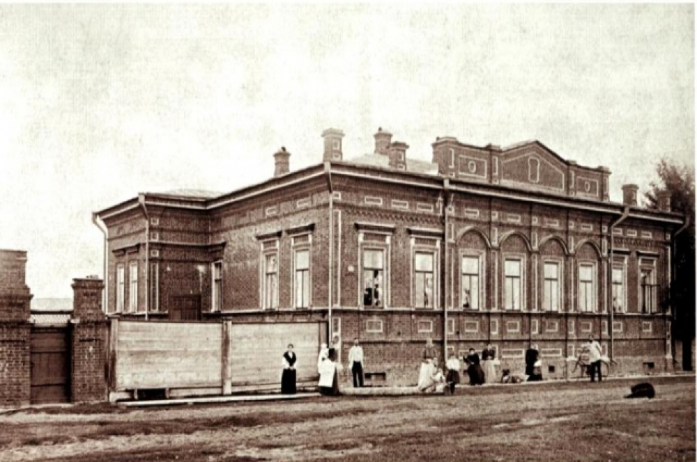 Великий князь вместе с супругой выбрали в Перми доме по адресу Екатерининская, 212 семьи Тупицыных.