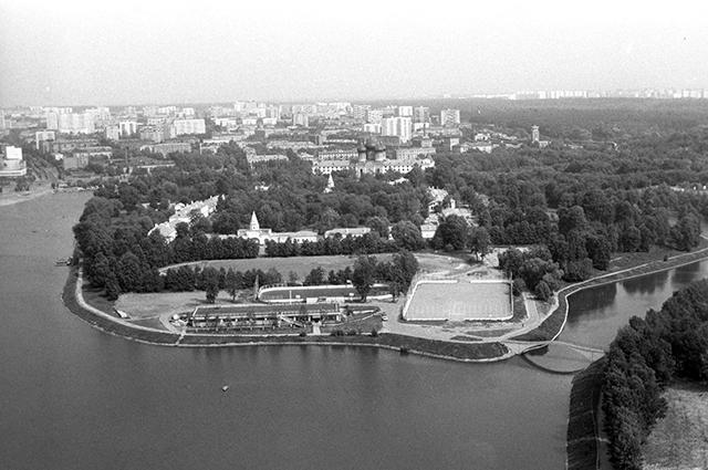 Измайловский лесопарк (в прошлом Парк имени Сталина) — один из самых больших парков Москвы.