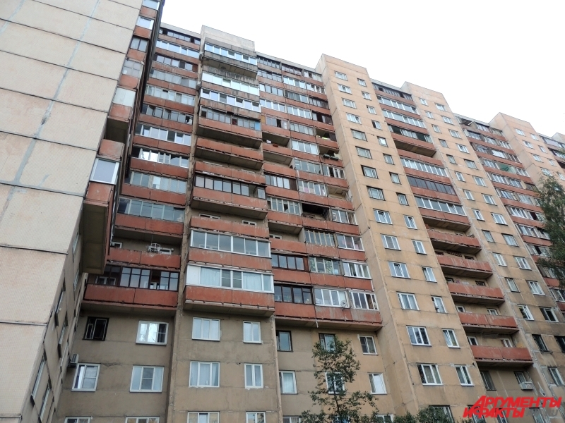 Сотрудники ФСБ проникли в жильё террористов через квартиру сверху.