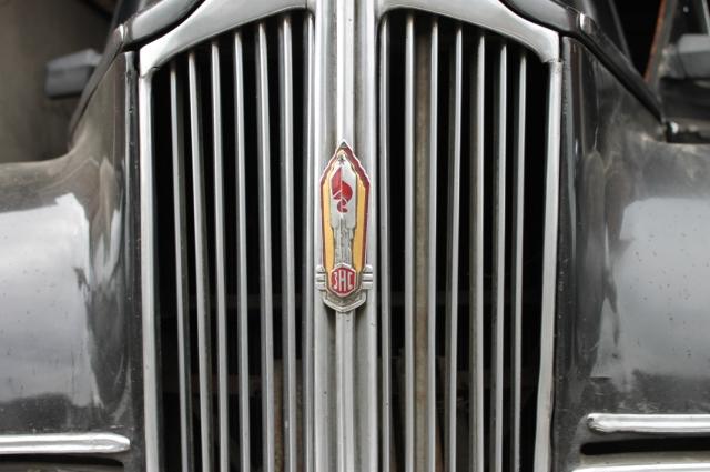 Оригинальный знак завода коллекционер нашел в маленьком городке на Украине.