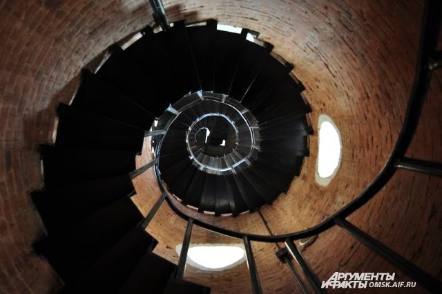 Винтовая лестница до сих пор существует.