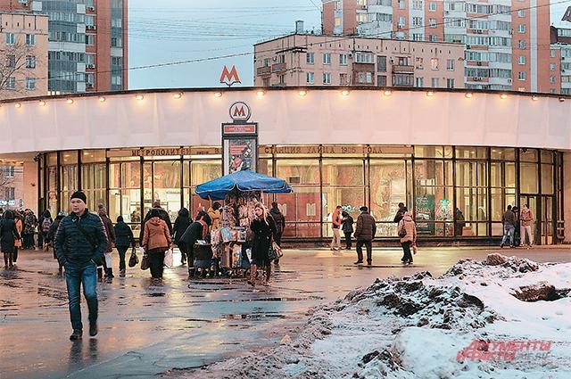 Станция метро «Улица 1905 го- да».