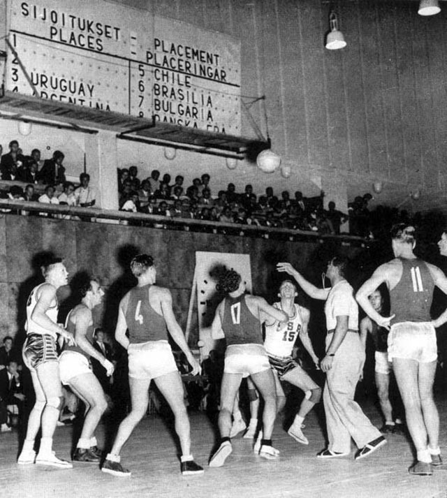 В финале Олимпиады 1952 года сборная СССР уступила американцам.
