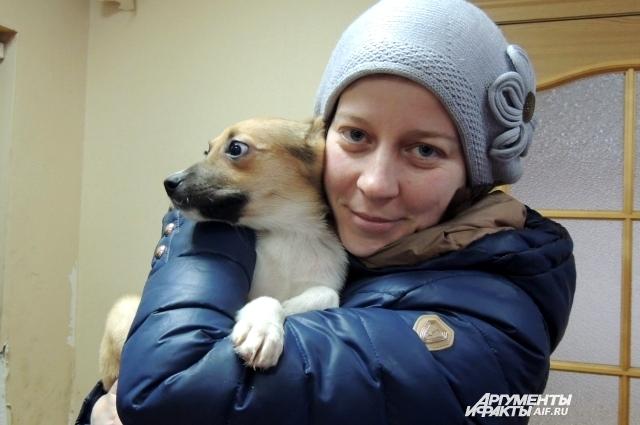 За неделю до Нового года в новую семью уехала трёхмесячная собака Симона.