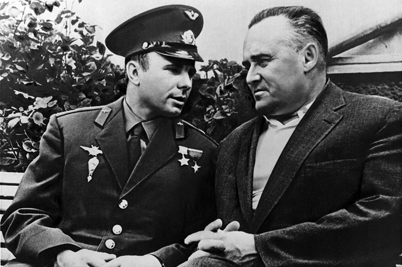 Юрий Гагарин и авиаконструктор Сергей Королев