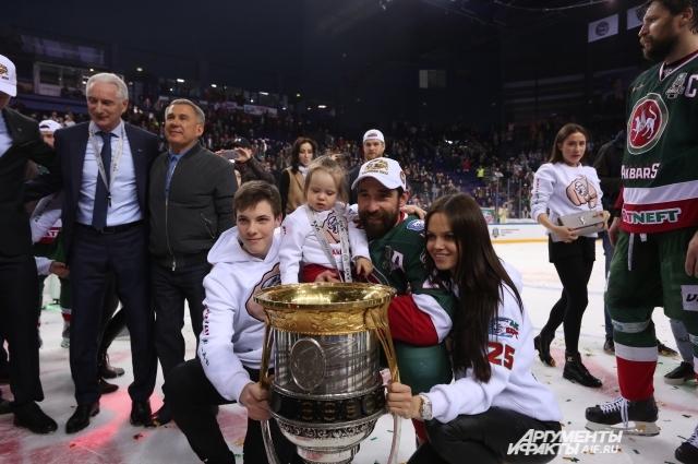Данис Зарипов - самый титулованный хоккеист клуба.