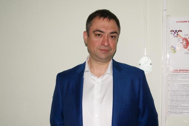 Максим Акчуркин подарил кровати отделению.