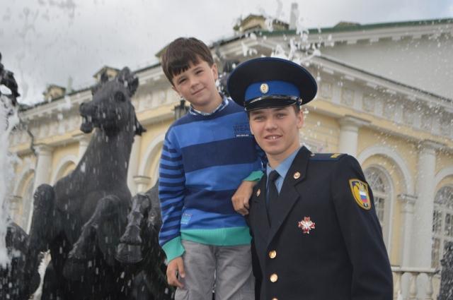Александр Милинш с младшим братом