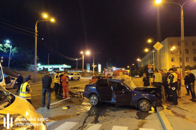 Водители двух автомобилей погибли на месте аварии в Харькове, пассажиров доставили в городскую больницу.