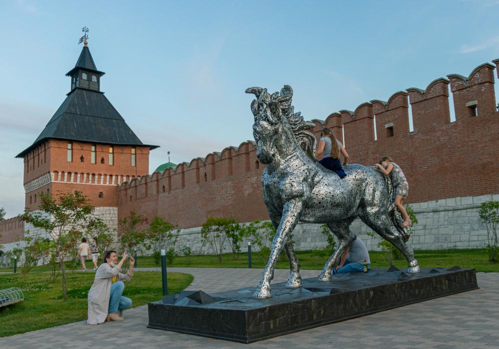 Территория вокруг кремля — хорошее место для отдыха. Важно, что каждый найдёт занятие по душе.