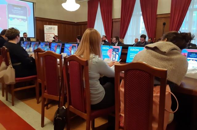 Докладчики круглого стола: представители компаний Ozon, PwC, Nielsen, AliExpress Россия, Агентство деловых мероприятий (руководитель проекта).