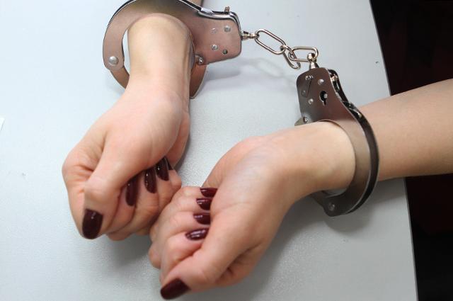 наручники, женщина, изнасилование, насилие над женщиной