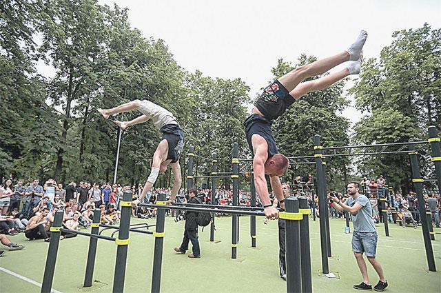 Воркаут - новый вид массового спорта. Фото пресс-службы Москомспорта