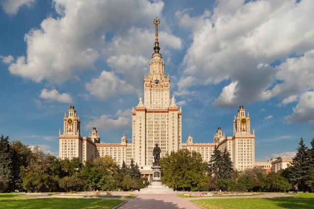 Главный корпус МГУ.