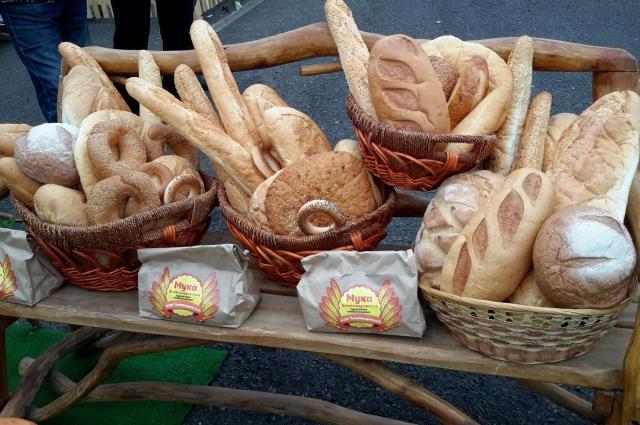 выпечка в хозяйстве - от хлеба до сладостей, натуральные.