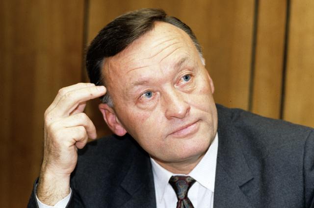 Народный депутат СССР, бывший генерал-майор КГБ в отставке Олег Данилович Калугин.