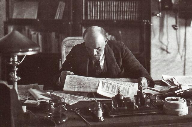 В. И. Ленин в своём кабинете в Кремле. 1918 год.