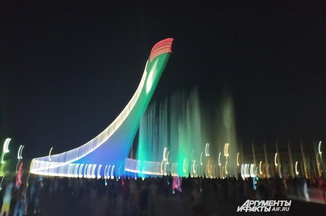 На поющие фонтаны, как и любой другой олимпийский объект, можно полюбоваться совершенно бесплатно.