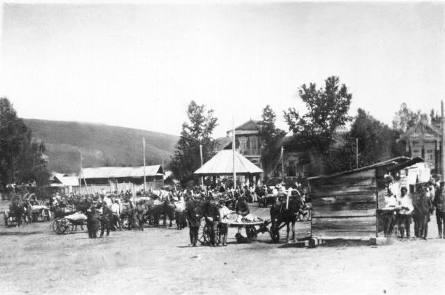 Большое развитие в городе получил извозный промысел. Много мужчин, у которых были лошади, нанимались к купцам перевозить грузы на продажу в Бийск, Барнаул, Томск.