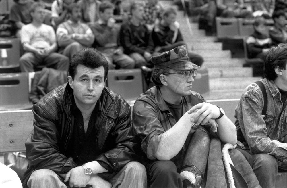 А. Штурмин и М. Шемякин наблюдают за бойцами с трибуны..