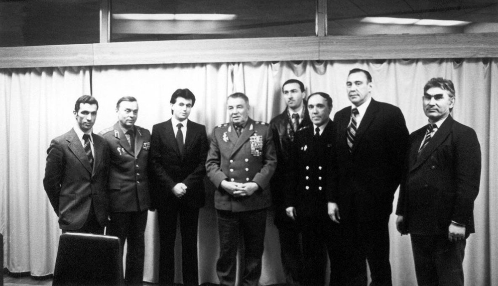 В центре -легендарный командующий ВДВ  В. Маргелов, слева от него - А. Штурмин.