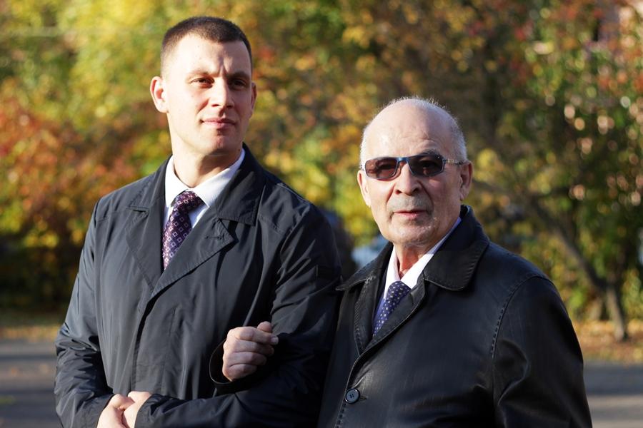 Руководитель проекта Владимир Васильев (слева)