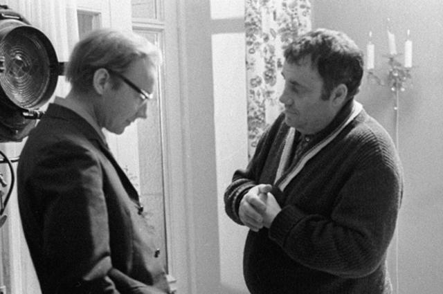Андрей Мягков и Эльдар Рязанов на съемках фильма Служебный роман, 1977 год