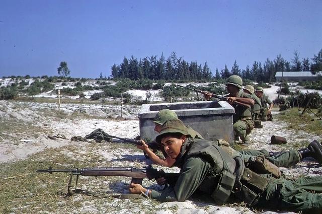 Американские морские пехотинцы в бою